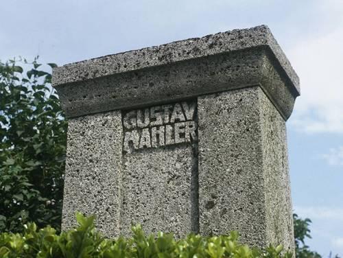 mahler-grave-_copy_-alamy-bnc82x-770x580[1].jpg